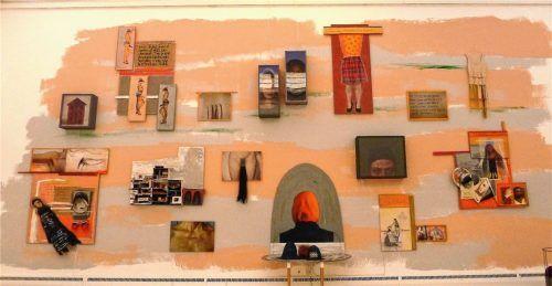 """Die Installation """"Transition"""" von Adidal Abou-Chamat mit 17 Einzelarbeiten. Foto  Jacobi"""