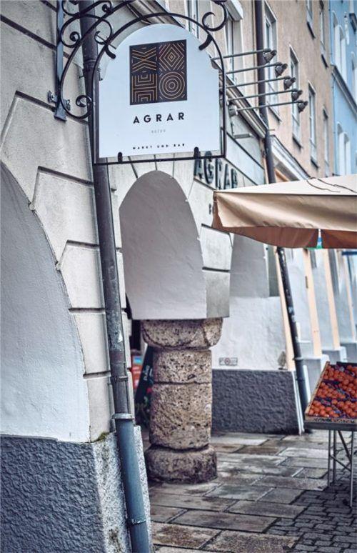 Nach wie vor am Ludwigsplatz, nur ab sofort unter den Arkaden, finden Kunden das Gemüse- und Obstangebot des Gustererhofs im Agrar 80/20 Markt und Bar.