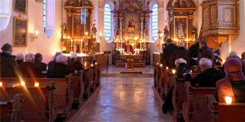 Stimmungsvoll beleuchtet war die Kirche St. Martin in Happing. Fotos Janka