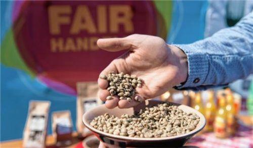 Größeres Augenmerk auf Produkte, die ihren Erzeugern gute Preise bringen: Die Stadt bewirbt sich um das Fairtrade-Siegel. Foto  dpa