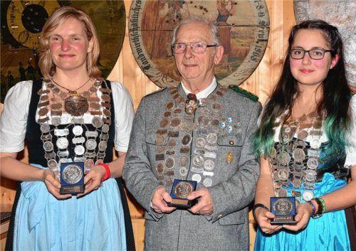 Die neuen Schützenkönige: Doreen Moosburger, Paul Wimmer und Melissa Schubbert (von links) Foto re