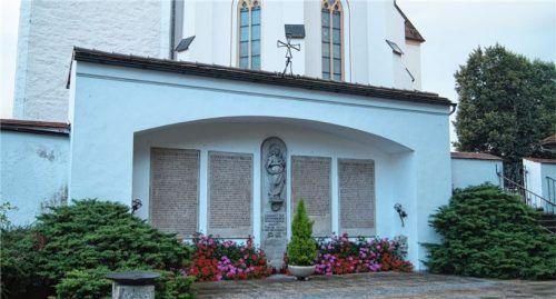 Nach Einschätzung des Eggstätter Gemeinderats besteht am Kriegerdenkmal dringender Sanierungsbedarf. Foto Kirchner