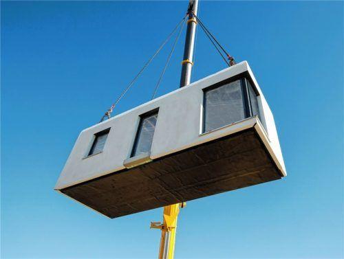 Die massiven Raummodule werden wetterunabhängig im Werk gefertigt und auf der Baustelle präzise zusammengesetzt. Foto  dennert
