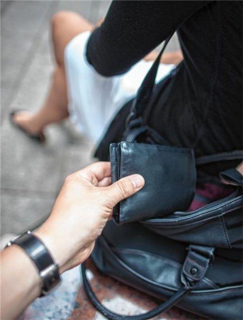 Einer Bekannten hatte der Angeklagte eine Geldbörse mit 700 Euro gestohlen. Foto dpa
