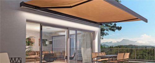 Moderne Cassettenmarkisen sind ein schöner Blickfang auf der Terrasse. Der geschlossene Kasten schützt das Tuch und die Gelenkarme effektiv vor Witterungseinflüssen und Schmutz. Foto  djd/Klaiber Sonnen- und Wetterschutztechnik