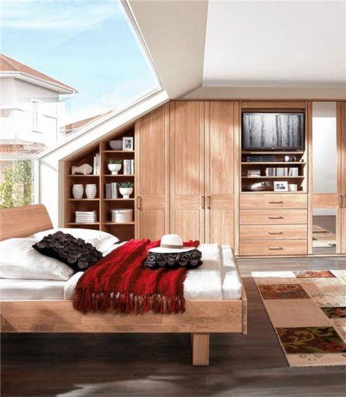 Offenporige Massivholzmöbel lassen die Luftfeuchtigkeit im Innenraum auf 45 bis 55 Prozent einpendeln. Foto  IPM/InCasa