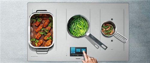 Passt immer: Drei der fünf Kochzonen passen sich flexibel der Größe von Topf oder Pfanne an. Foto  djd/Panasonic