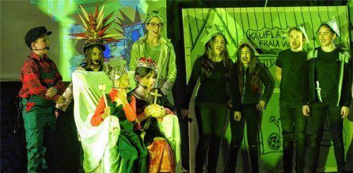 Rund 25 Schüler der Jahrgangsstufen 5 bis 7 des Gymnasium Wasserburg waren auf der Bühne.
