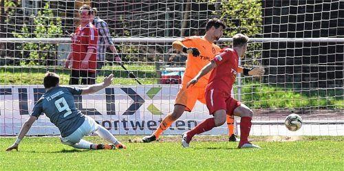 Die Entscheidung: Augsburgs Stürmer Thomas Stowasser erzielte das 2:0. Fotos  Ziegler