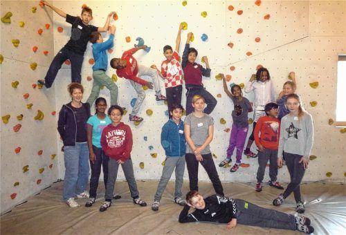 Gemeinsam hoch hinaus: 14 adoptierte Kinder und Jugendliche trafen sich jetzt in der Kletterhalle in Stephanskirchen. Foto re