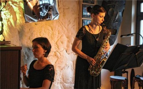 Auf musikalischer Reise: Saxofonistin Sarah Lilian Kober und Pianistin Nestan Heberger im Le Pirate. Foto friedrich