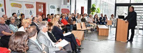 Einladung zum Fachaustausch: Rund 70 Teilnehmer nahmen am dritten Rosenheimer Bildungsforum teil. Foto Stadt Rosenheim