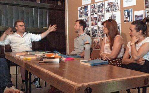 Regisseur Michael Stacheder, Nenad Cica (Titus), Katharina Wittmann (Servilia) und Olga Privalova (Sesto) beim Konzeptionsgespräch. Fotos  Bösswetter