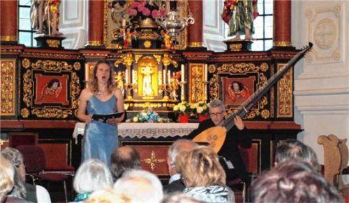 Umjubelter Ausflug in die Barockzeit: Veronika Burger und Daniel Kurz. Foto aez