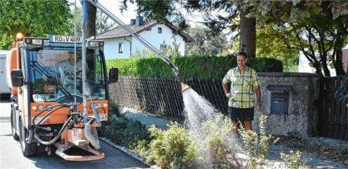 Im Dauereinsatz: die Bewässerungstrupps. Foto Schlecker