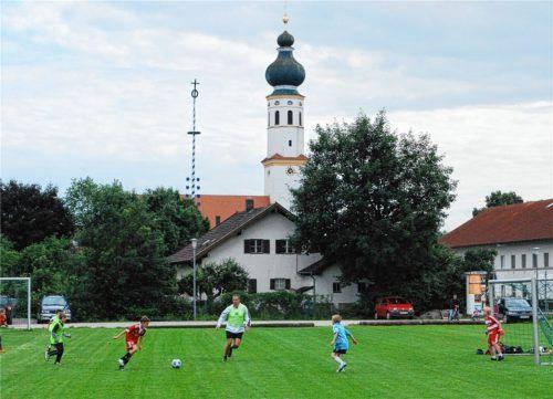 Mößling wird wohl auch weiterhin einer der Standorte des FC Mühldorf sein. Der Umzug des kompletten Vereins ins Altmühldorfer Tal scheint vom Tisch zu sein.Foto  honh