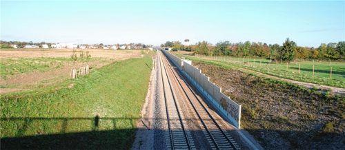Die Bahnstrecke München-Mühldorf-Freilassing wird durchgängig zweigleisig und elektrifiziert gebaut werden. Foto  sb
