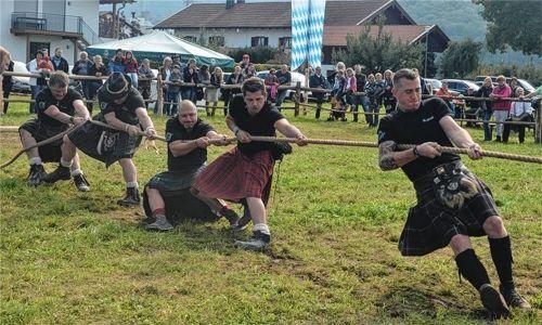Ob beim Bam schmeißn oder beim Strick ziang, der Kilt ist ein Muss bei den Inntaler Highland Games.Foto re