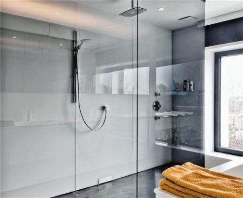 Ästhetisch und hygienisch eine saubere Lösung: Ganzglasduschen vereinen viele Vorteile in sich. Foto djd/Uniglas/Ceyssens