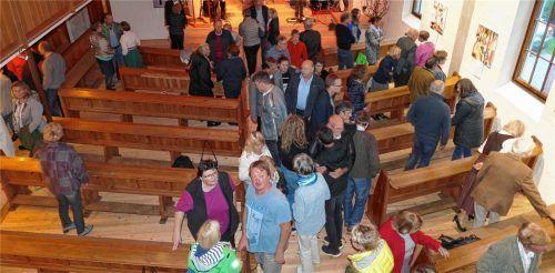 Blick in den neu gestalteten Kirchenraum, der künftig vielen verschiedenen Möglichkeiten der Nutzung Platz bietet. Sogar einen Kaffeeautomaten gibt es.Foto hoffmann