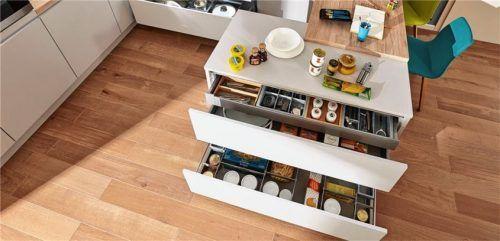 Eine übersichtliche Küche, bei der alles am richtigen Platz und in direkter Griffnähe ist, erleichtert die Arbeit. Foto  djd/KüchenTreff