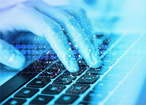 Im Trend: Bei immer mehr Firmen kann man sich auch online bewerben.