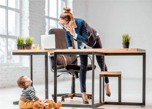 Wiedereinsteiger dringend gebraucht: Die Möglichkeiten für Eltern, die nach der Elternzeit in den Beruf zurückkehren, sind sehr gut. Foto ross helen/istockphoto.com