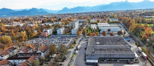 Die Hubauer-Hallen (unten rechts) werden im letzten Quartal 2019 abgerissen. Unser Foto zeigt oberhalb der Hubauer-Gebäude den Firmensitz von Gabor. Hinten Mitte: das Hochhaus der Technischen Hochschule. Foto Ziegler