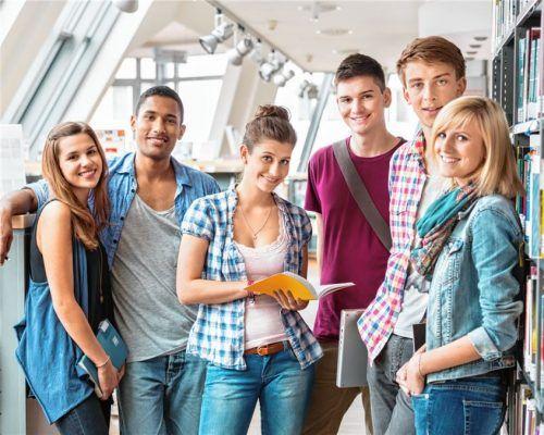 Ein gegenseitiges Kennenlernen ist vonseiten der Internate und Privatschulen gewünscht und wird den Eltern und deren Kindern empfohlen. Foto  iStock