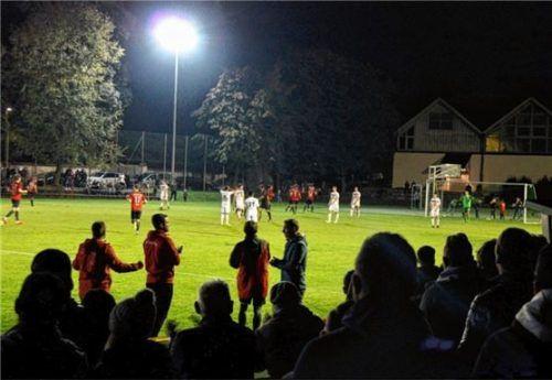 Letztes Flutlicht-Heimspiel in diesem Jahr: Wasserburgs Fußballer empfangen heute Pfarrkirchen.