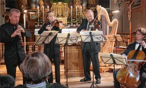 Seite an Seite: Hansjörg Schellenberger (Oboe), Theresa Schönberger (Geige), Christian Euler (Viola) und Lukas Rothenfußer (Cello) – zwei erfahrene und zwei junge Profi-Musiker. Foto Kirchner