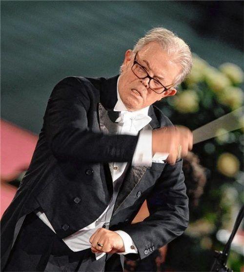 Enoch zu Guttenberg, wie man ihn kannte: 2010 dirigierte er im Vatikan eine Requiem-Messe von Giuseppe Verdi zu Ehren des Papstes. Foto dpa