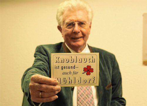 """Erinnerungen auf einem Sticker: """"Knoblauch ist gesund – auch für Mühldorf"""" – mit diesem Slogan hat er 1990 die Wahl zum Bürgermeister der Kreisstadt Mühldorf gewonnen. Foto baf"""