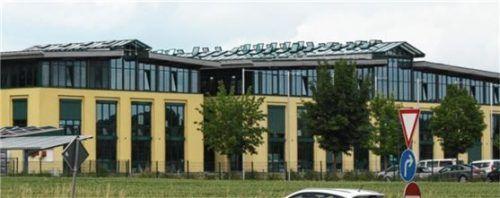 Schletter-Gebäude in Haag von außen – seit Jahresende gehört es dem Mühldorfer Unternehmen Fliegl. Foto sen