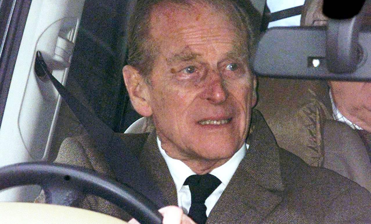 Medien zeigen Prinz Philip nach Unfall wieder am Steuer ...