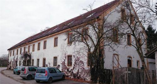 """Wohn-Projekt in Niedertaufkirchen: Auch beim ehemaligen Connection-Verlagshaus ist das """"SauRiassl-Syndikat"""" tätig geworden.Fotos vk/privat"""