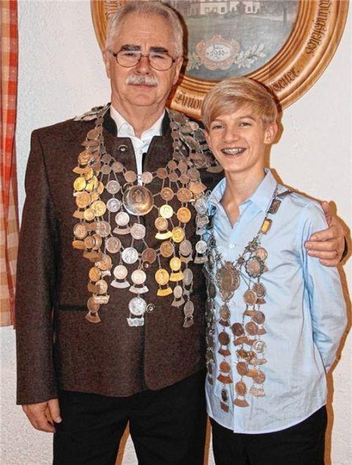 Die Schützenkönige der Altschützen Pullach: Hans Hinterreiter (links) und Basti Seiffert (Jugend).Foto re
