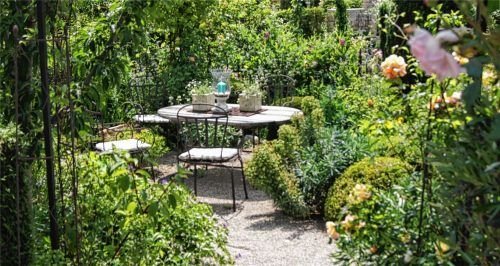Auf rund 1600 Quadratmetern hat Familie Steiner aus Westerham ein Paradies geschaffen, für Pflanzen und Menschen. Fotos weinzierl/RE