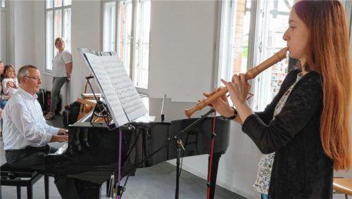 Hochkonzentriert: Hannah Schneider beherrscht ihre Altblockflöte auch bei schweren klassischen Stücken.