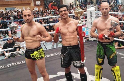 Hamid Heydari von Kampfsport Kornhass (Mitte) nach seinem ersten Platz im K1.