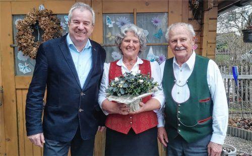 Halfings Bürgermeister Peter Böck besuchte Elisabeth und Sebastian Fegl anlässlich der diamantenen Hochzeit.Foto re