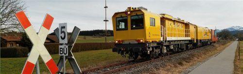 """Der sogenannte """"Gelbe Riese"""" hilft Bahnbetreibern, die Instandhaltungskosten deutlich zu mindern. Das Innere des Zugs ist mit modernster Technik ausgestattet.Foto re"""