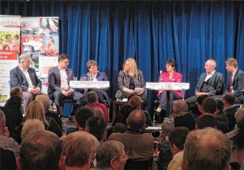 Die Diskussionsteilnehmer – in alphabetischer Reihenfolge: Peter Corticelli, Maximilian Heimerl, Cathrin Henke, Bettina Bäumlisberger, Angelika Kölbl, Ulli Maier, Martin Wieser (von links). Foto  rath