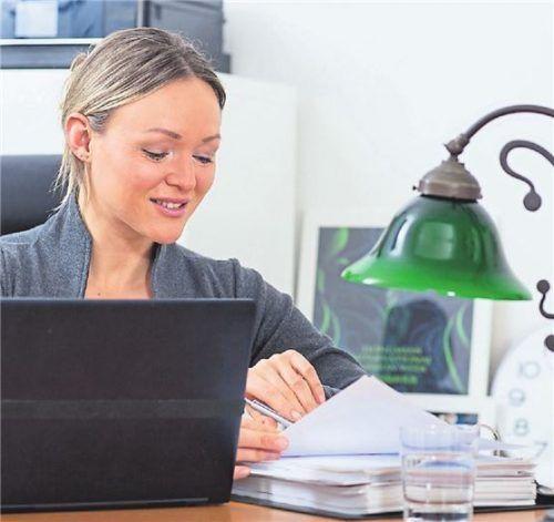 Eine gemütliche Arbeitsecke im Wohnzimmer können Beschäftigte nicht steuerlich geltend machen.Foto Dpa/Klose