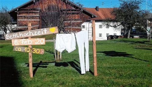 Werbung und Wäsche: Das Großereignis Bettelhochzeit wirft seine Schatten voraus. Fotos privat