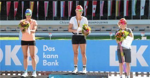 Bislang gab's Biathlon-Siegerehrungen im Sommer nur bei der Deutschen Meisterschaft (von links Vanessa Hinz, Denise Herrmann und Franziska Hildebrand). Ob die Weltmeisterschaft in Ruhpolding ausgetragen wird, steht noch nicht fest.Foto Hohler