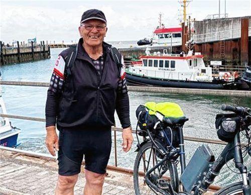 Der jetzt verstorbene Reinhard Bauer war unter anderem auch begeisterter Radler; hier auf einer Tour nach Hamburg. Foto Privat