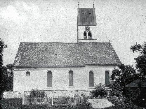Die Lampferdinger Pfarrkirche vor 1923: Damals war die Sakristei noch nicht angebaut (1949) und das Dach über dem Chor noch nicht mit Biberschwänzen gedeckt (1923). Fotos  und Repros Stelzer