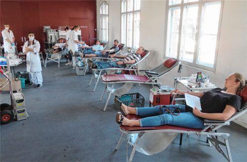 Im Kulturbahnhof fand dieses Mal der Blutspendetermin statt. Und überall wurde auf die Einhaltung des Mindestabstandes geachtet. Fotos  Jaensch