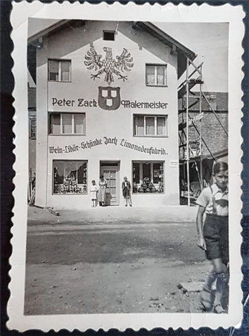 In diesem Haus an der Försterstraße 10 hat der Gründer Peter Zach die Malerei betrieben, nebst Limonadenfabrik.